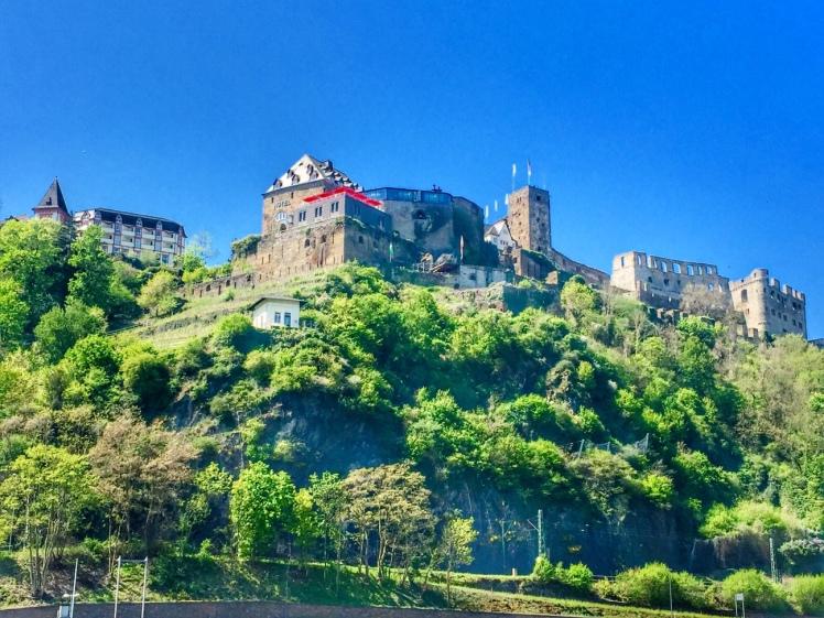 Burg Rheinfel.jpg